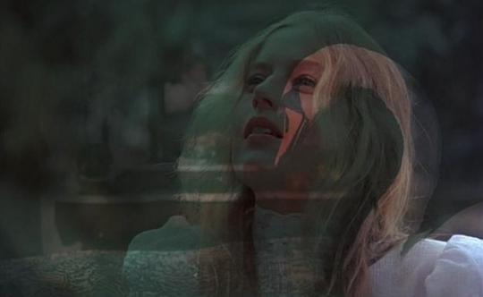 """Anne-Louise Lambert dans """"Pique-nique à Hanging Rock"""""""