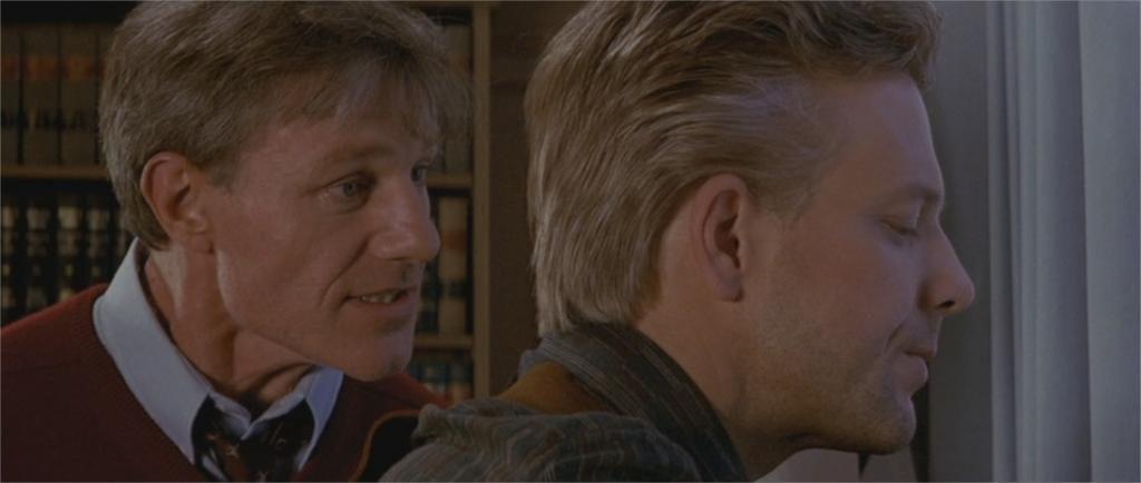 """Raymond J. Barry et Mickey Rourke dans """"L'Année du dragon"""""""