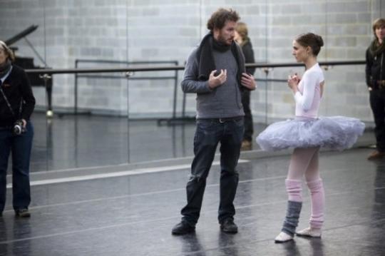 """Darren Aronofsky et Nathalie Portman sur le tournage de """"Black Swan"""""""