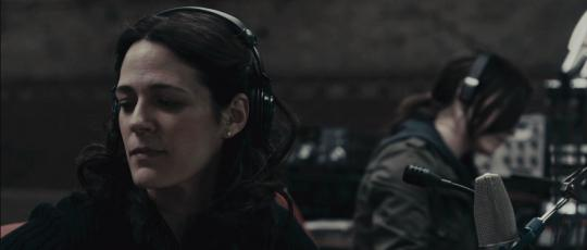 "Lisa Houle et Georgina Reilly dans ""Pontypool"""