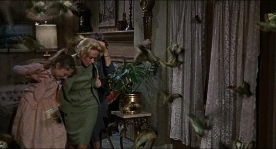 """Veronica Cartwright, Tippi Hedren et Jessica Tandy dans """"Les Oiseaux"""""""