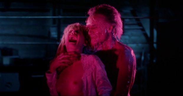 """Jeffrey Combs et Barbara Crampton dans """"Aux Portes de l'au-delà"""" (""""From Beyond"""")"""