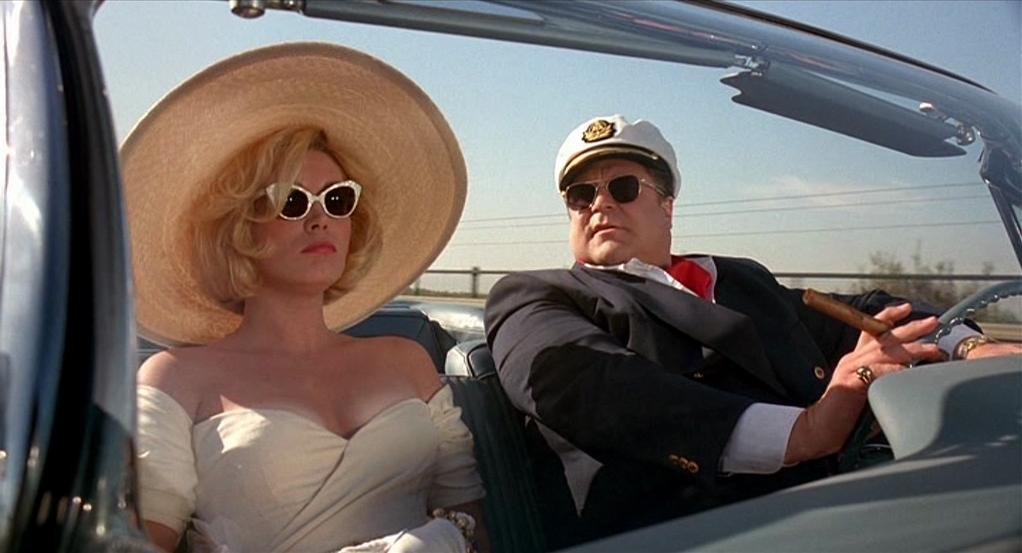 "Cathy Moriarty et John Goodman dans ""Panic sur Florida Beach"""