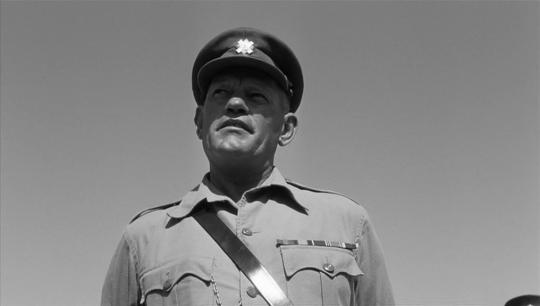 """Harry Andrews dans """"La Colline des hommes perdus"""""""