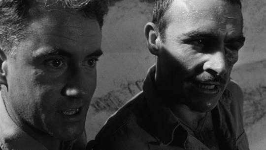 """Ian Bannen et Sean Connery dans """"La Colline des hommes perdus"""""""