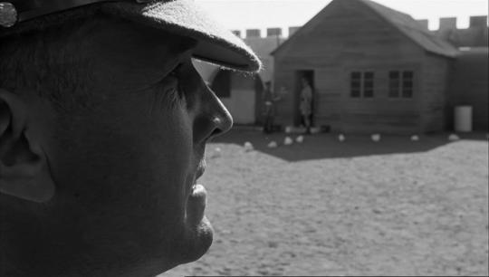 """Ian Hendry dans """"La Colline des hommes perdus"""""""