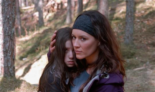 "Holly Boyd et Kate Magowan dans ""A Lonely Place to Die"""