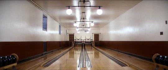 """Le terrain de bowling situé dans la maison de Plainview, dans """"There Will Be Blood"""""""