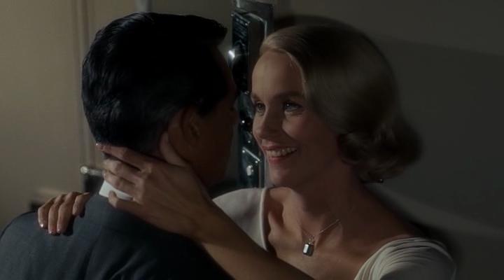 """Cary Grant et Eva Marie Saint dans """"La Mort aux trousses"""""""