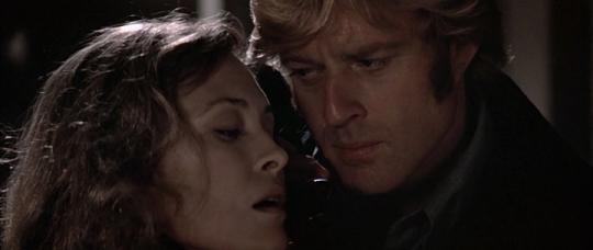 """Faye Dunaway et Robert Redford dans """"Les Trois jours du Condor"""""""