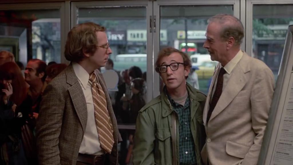 "Woody Allen et Marshall McLuhan dans ""Annie Hall"""