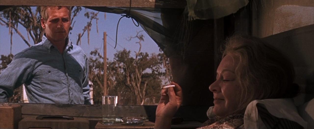 """Paul Newman et Jo Van Fleet dans """"Luke la main froide"""""""