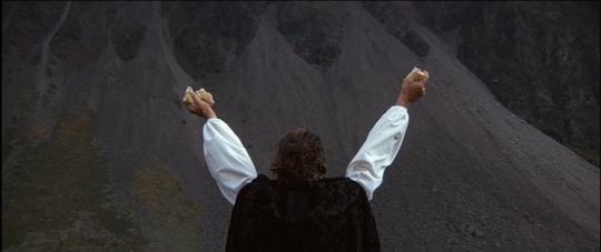 """Oliver Reed dans """"Les Diables"""""""
