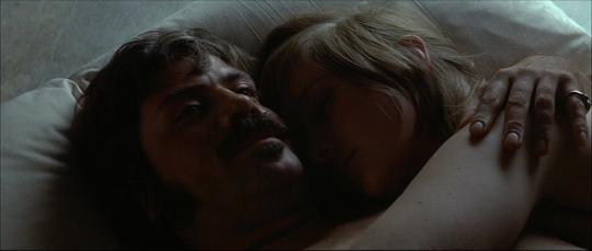 "Oliver Reed et Gemma Jones dans ""Les Diables"""