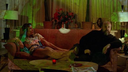 """Mary Woronov et Paul Bartel dans """"'Eating Raoul"""""""