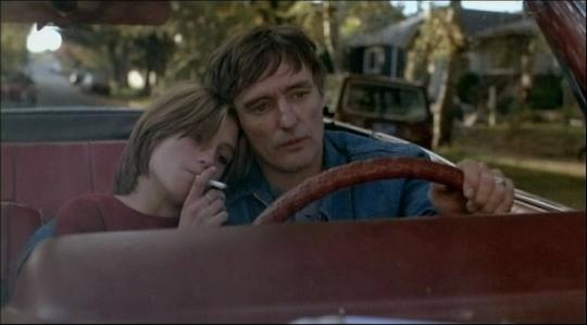 "Linda Manz et Dennis Hopper dans ""Out of the Blue"""