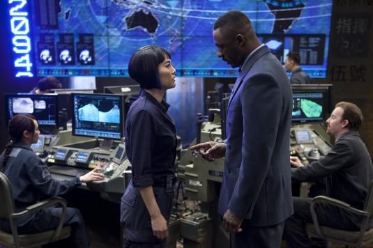 "Rinko Kikuchi et Idris Elba dans ""Pacific Rim"""