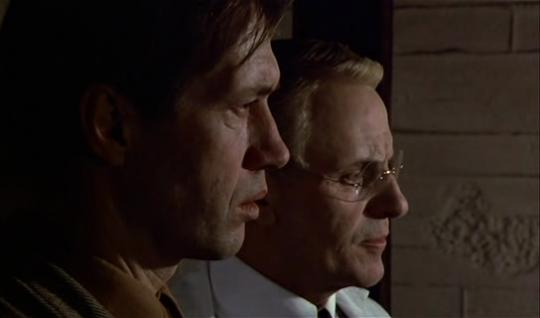 """David Carradine et Heinz Bennent dans """"L'Œuf du serpent"""""""