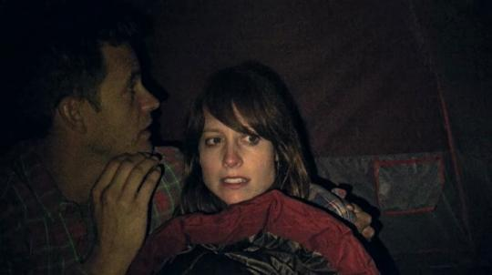 "Alexie Gilmore et Bryce Johnson dans ""Willow Creek"""