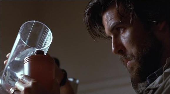 "Pierce Brosnan dans ""Nomads"""