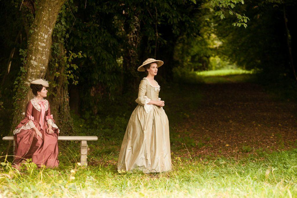 """Laure Calamy et Cécile de France dans """"Mademoiselle de Joncquières"""""""