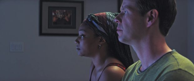 "Ike Barinholtz et Tiffany Haddish dans ""The Oath"""