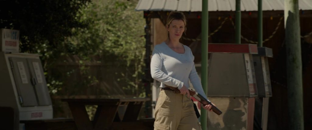 Betty Gilpin dans The Hunt (2020)