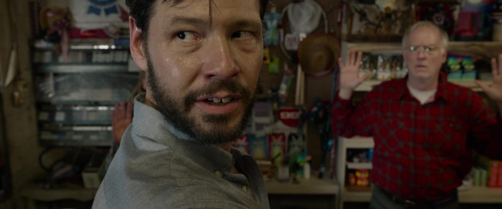 Ike Barinholtz dans The Hunt