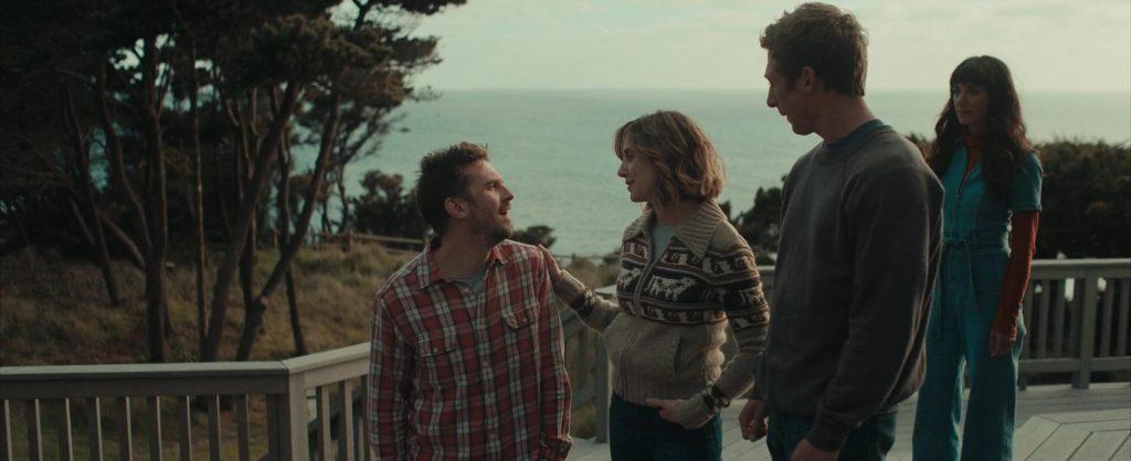 Dan Stevens, Alison Brie, Jeremy Allen White et Sheila Vand dans The Rental