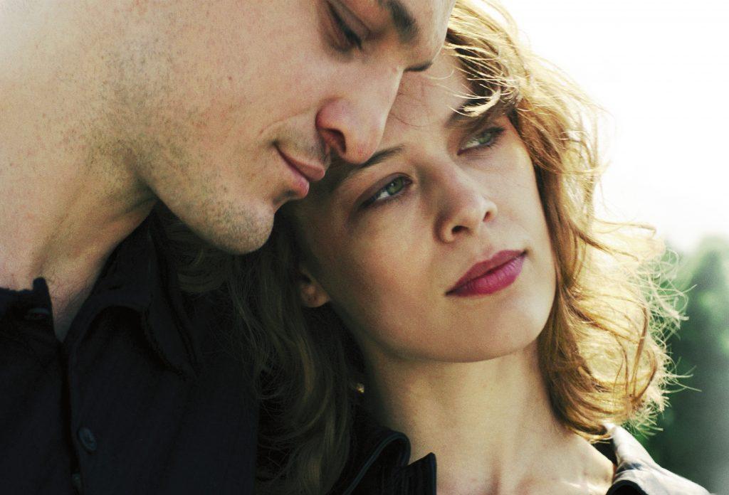 Franz Rogowski et Paula Beer dans Ondine (2020)
