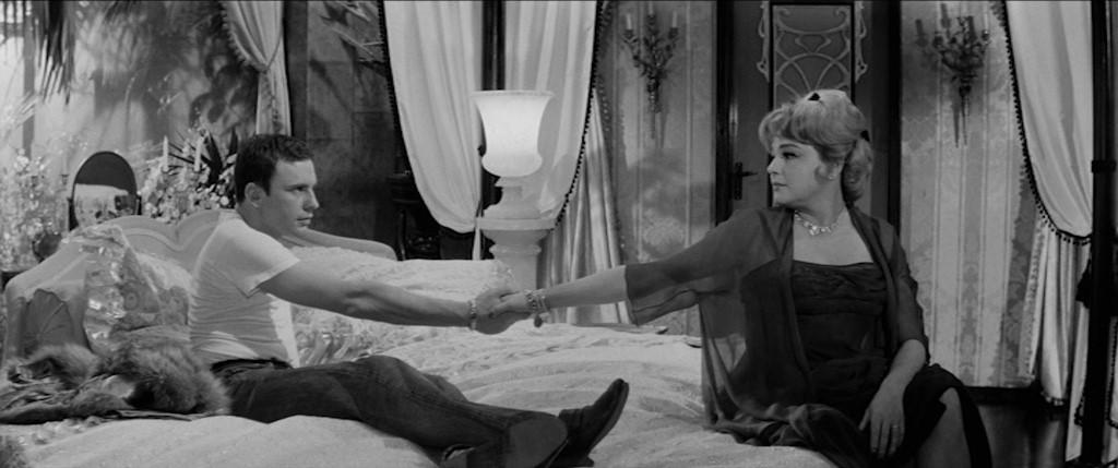 """Jean-Louis Trintignant et Simone Signoret dans """"Compartiment tueurs"""""""