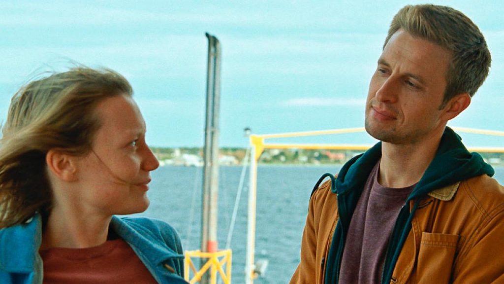 "Mia Wasikowska et Anders Danielsen dans ""Bergman Island"""
